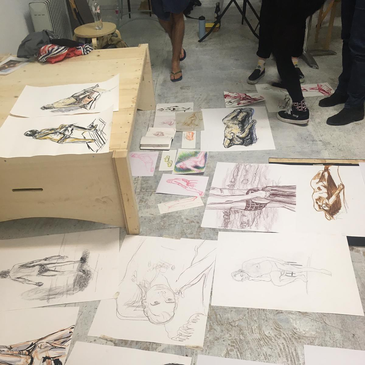 We had another Figure Drawing session yesterday, it was a great night! Lovely group, great model and me just messing arround with different materials, yay!.#figuredrawing #modeltekenen #artmodel #drawing